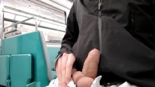 免费的色情性 - Snauwflake 在法国地铁搭配和埃菲尔铁塔下撒尿(法国同性恋