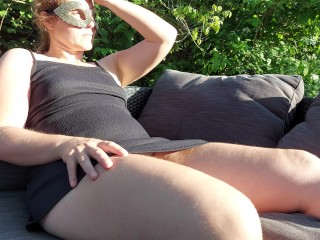 Slow and relaxing female masturbation in the garden – outdoor – By cinnamonbunny86