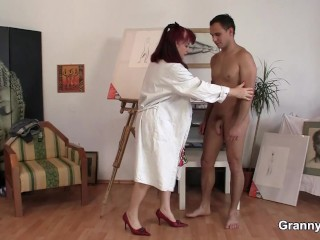 Shaved mature paintress sucking and riding cock