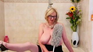 Annabel's gets horny cleaning bath