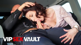 FUCKEDINTRAFFIC SEXY LADY GETS FUCKED IN THE BACKSEAT DURING HER TRIP VIPSEXVAULT