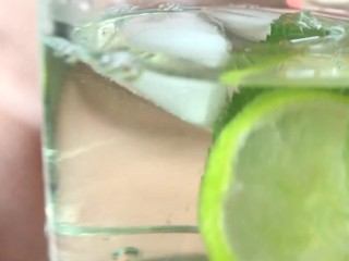 Pee cocktail with lime and mint