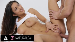21 NATURALS Naturally Busty Darcia Lee Lathers Up For The Best Morning Sex