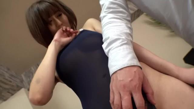 《エロ動画》まさかこんな真面目そうな奥様が『浮気SEXをヤッちゃうとは。。。』溜まりに溜まった潮を噴射しイキまくる!
