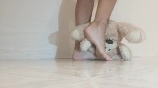 Mistress Lindsay Tramples Toy with Sandals