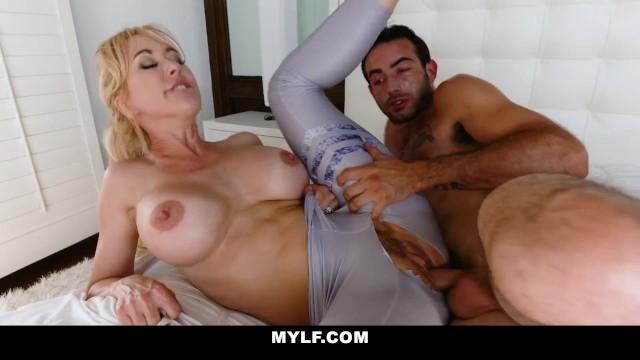 Super Hot Cheating MILF Brandi Love Wants Neighbor's Big Dick