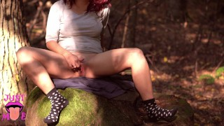 Sat on the face of a stranger in the woods. Hot pussy eating outside