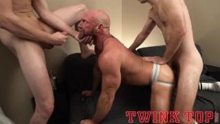 ビデオポルノ - Twink Top Maxx Monroe Twinktop Proud Coach Takes Bareback Fuck From His Star Athletes